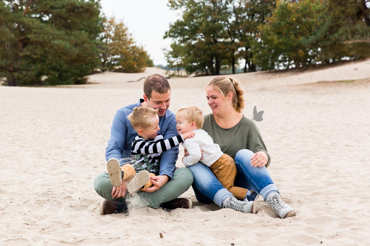 Fotosessie door Dasja Dijkstra van Das Knuss Fotografie prachtig gezin dochter verloren altijd een kind tekort liefdevolle fotosessie_03V