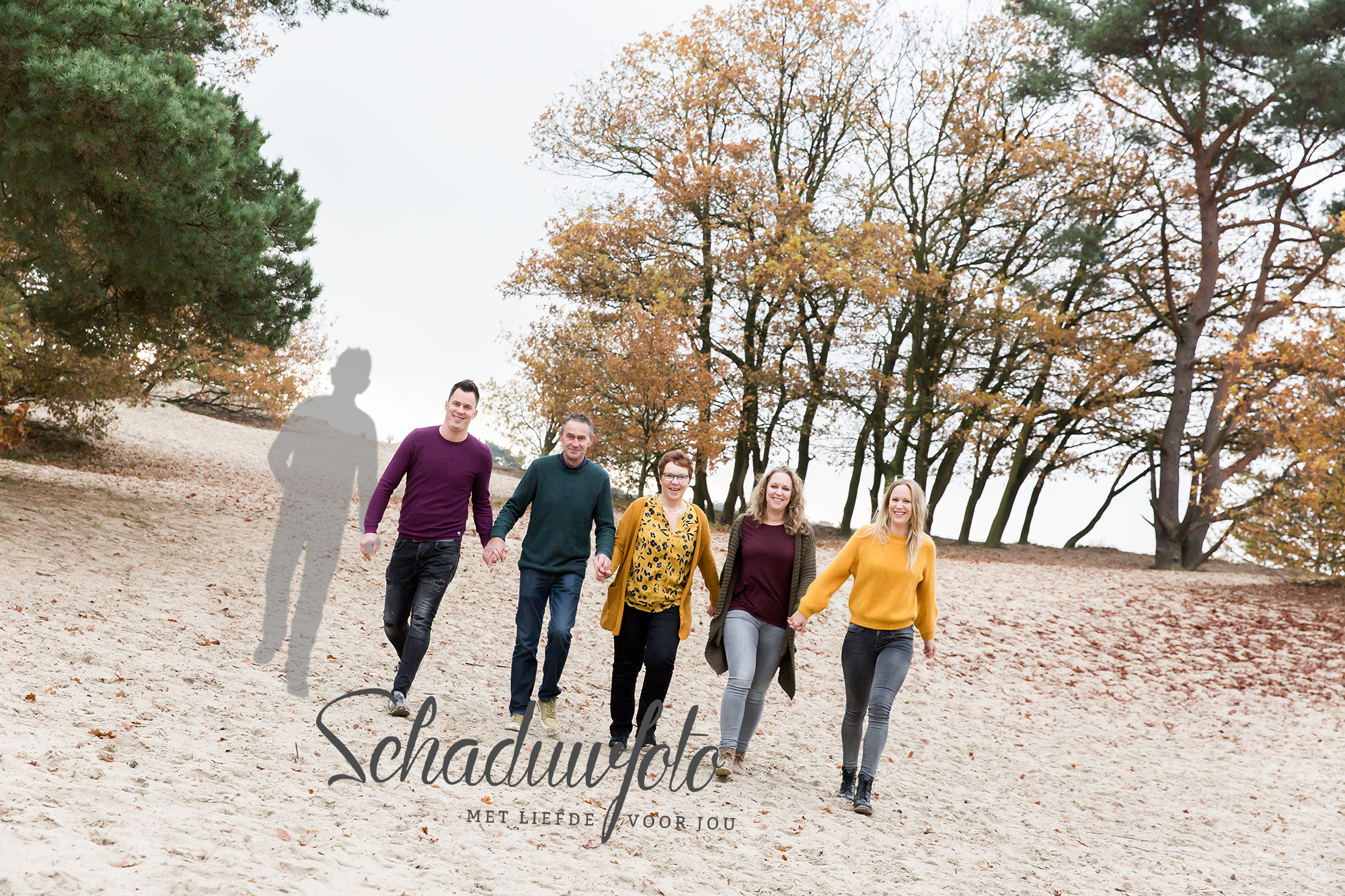 Schaduwfoto is samenwerking met Das' Knuss Fotografie Soesterduinen Soestduinen Volwassen Schaduw hand in hand met zoon